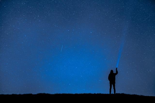 夢占い流れ星に祈る