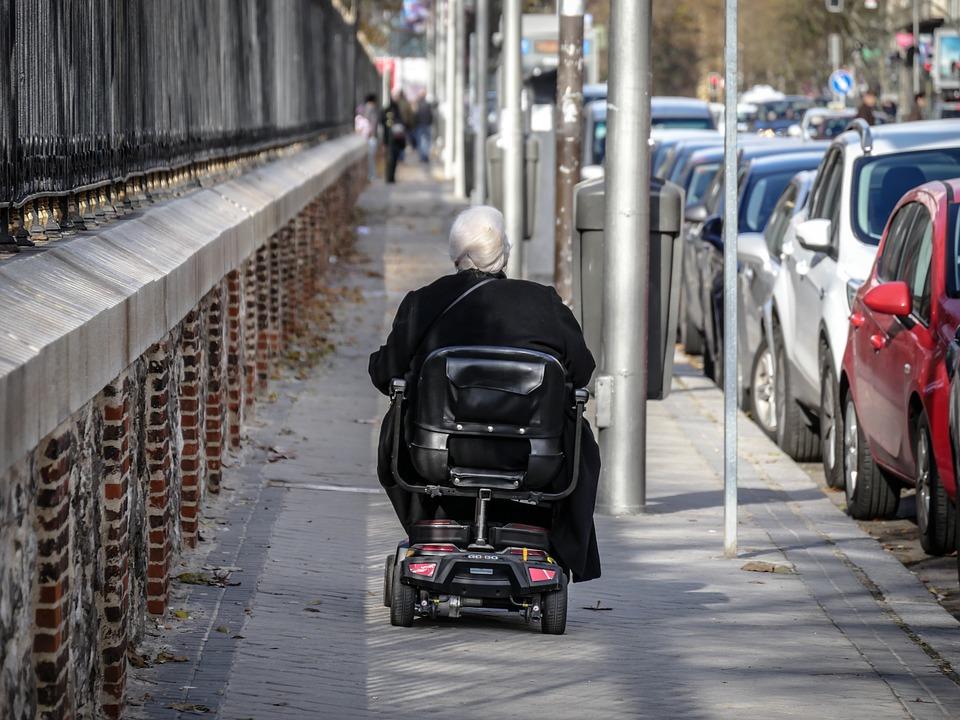 自由に車椅子に乗る人 夢占い