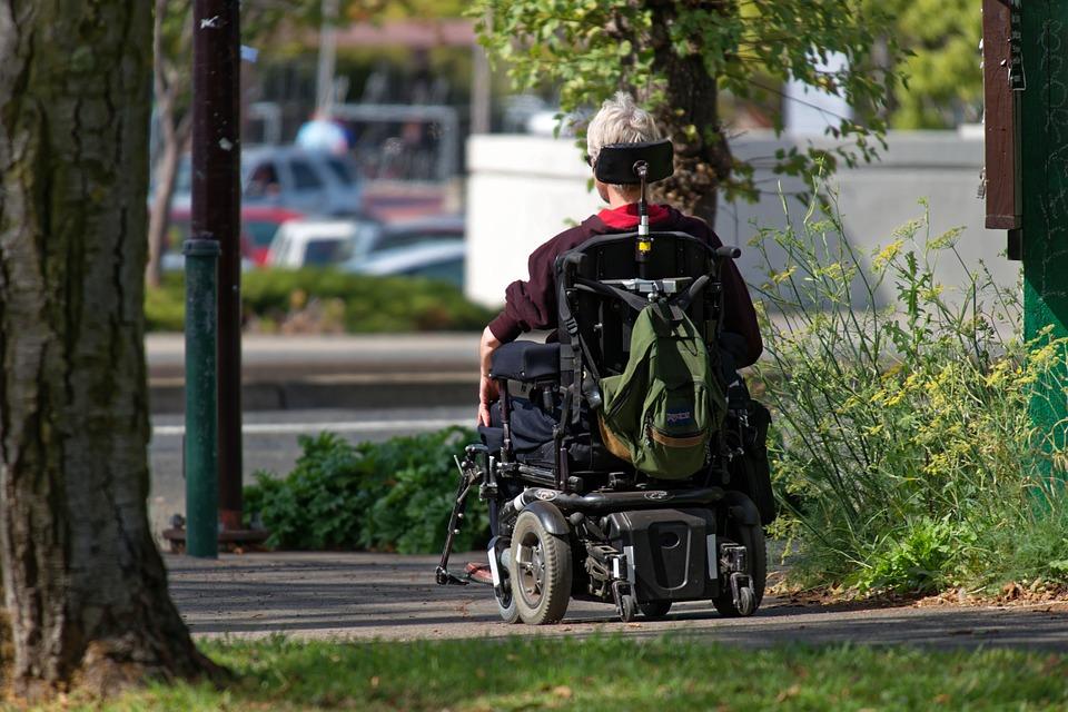 車椅子にのっている人 夢占い