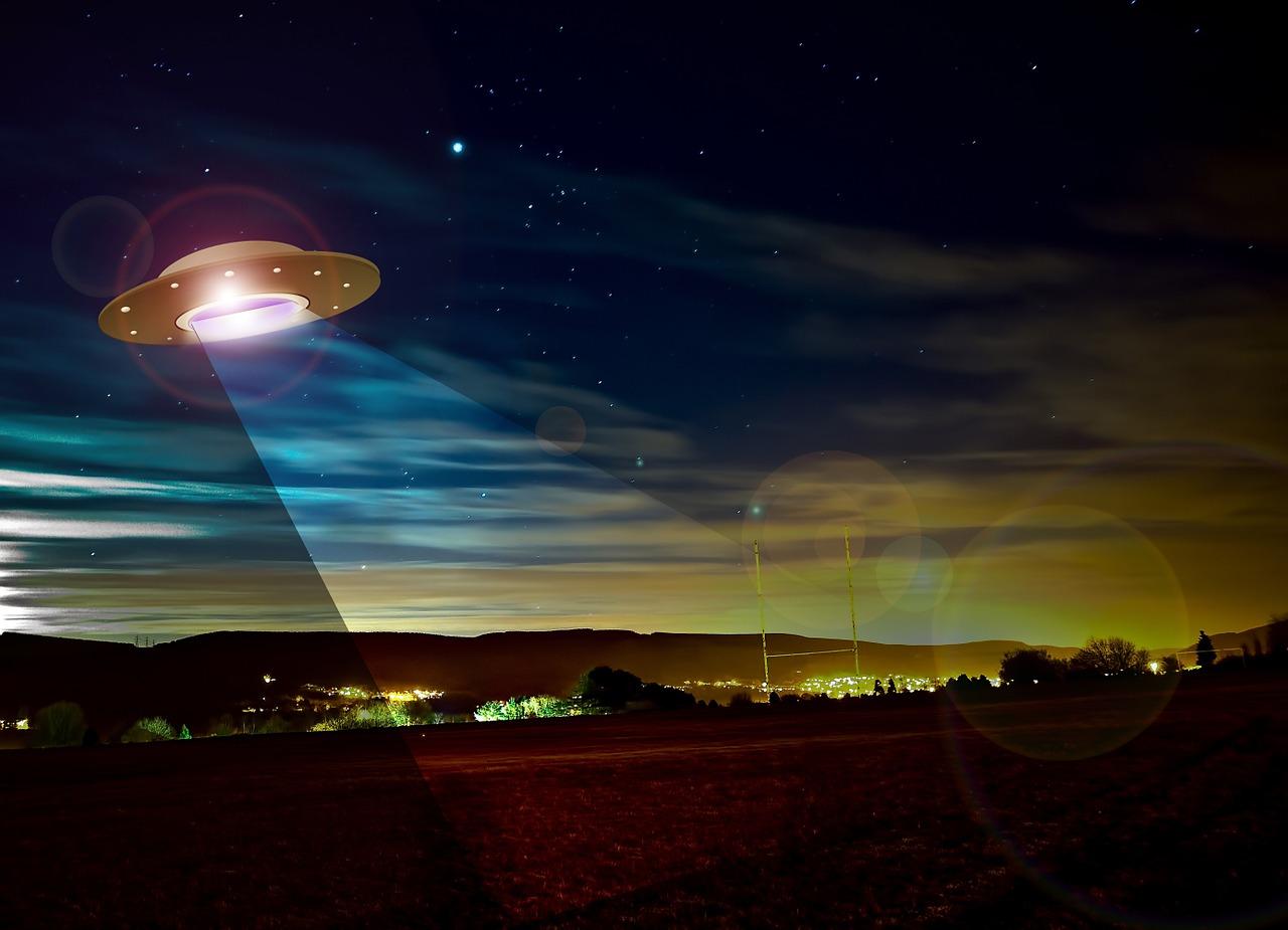 ufoの意味24選!宇宙人・巨大・爆発・大群など