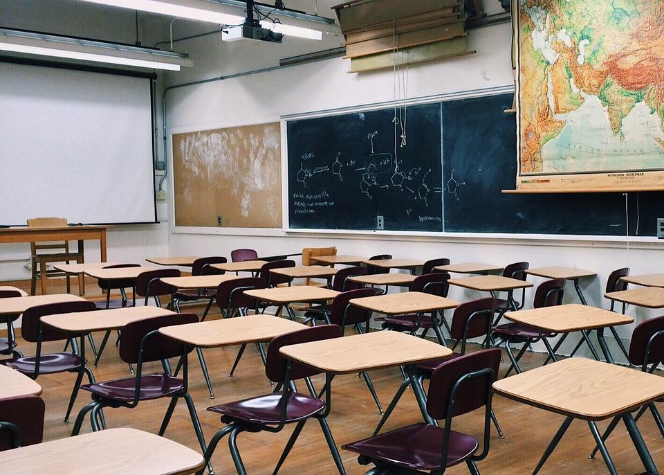 教室の机の夢の意味