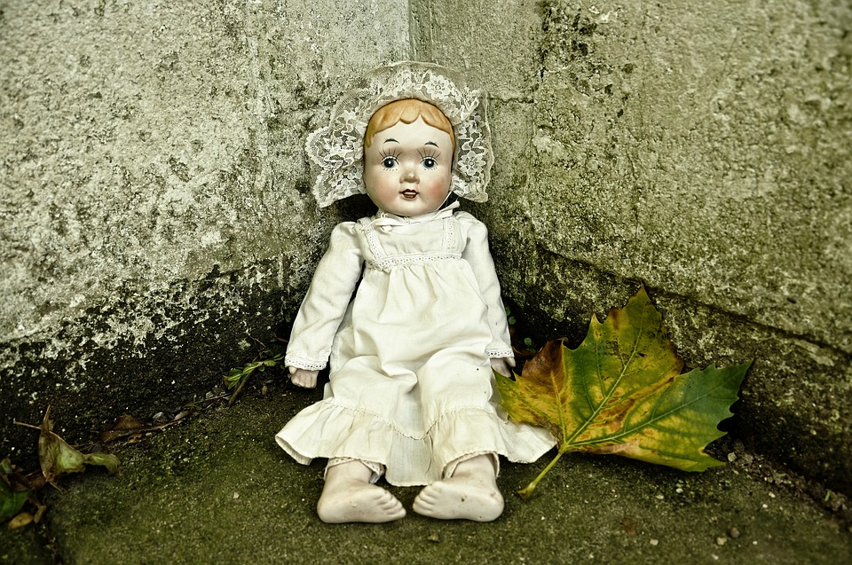 こわい表情の人形