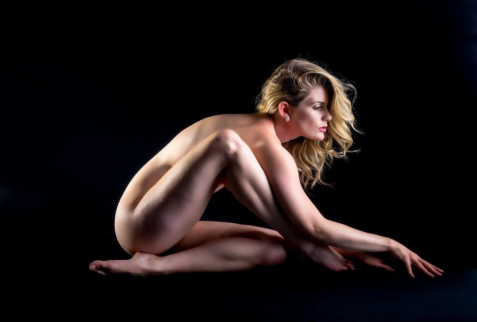 裸 女性 夢