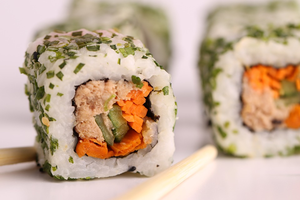 不味い寿司を食べる