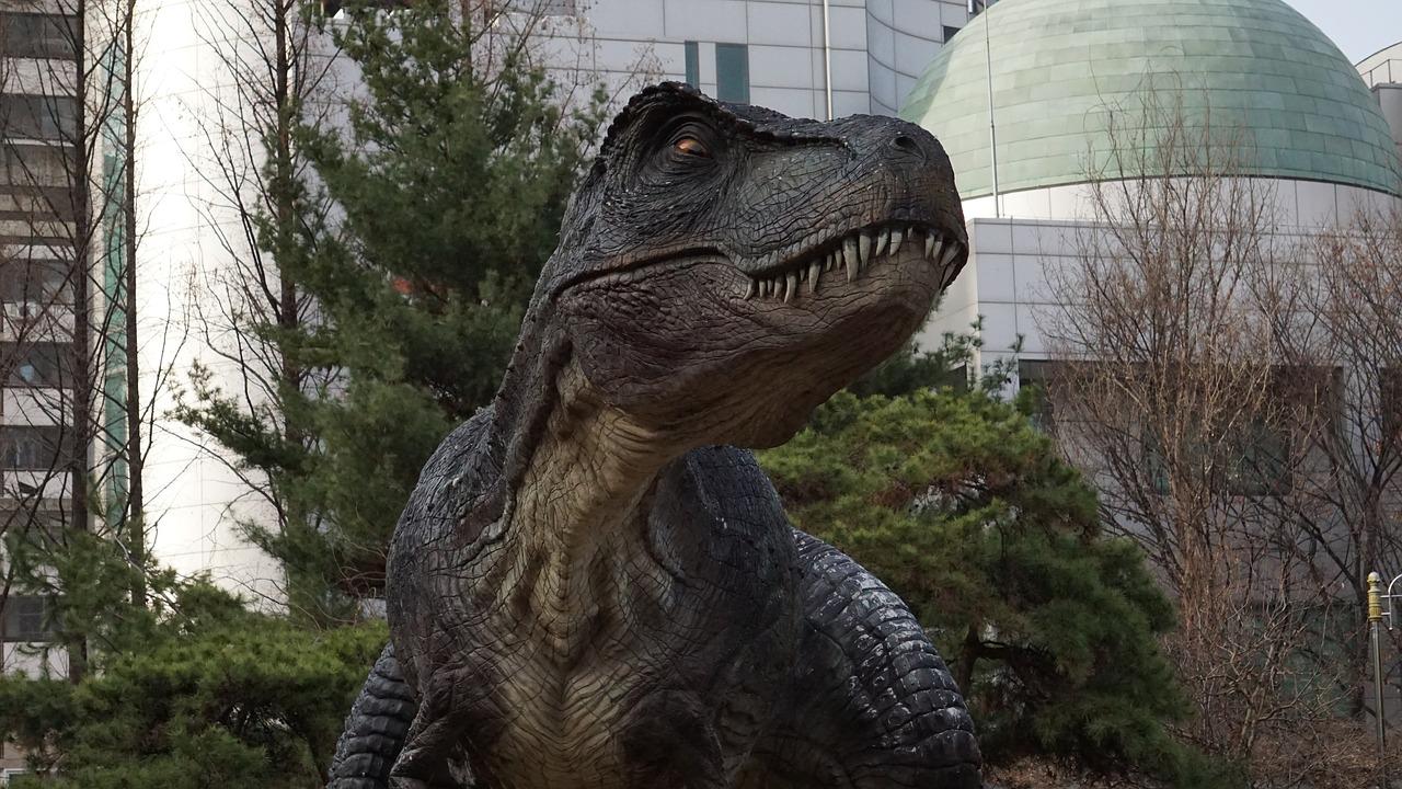 【夢占い】恐竜の夢の意味22選!現れる・暴れる・追いかけられる・戦うなど