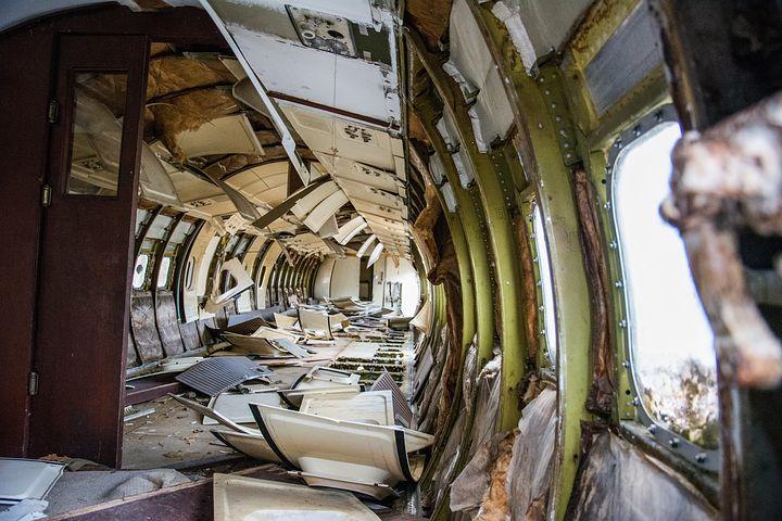 夢占い飛行機墜落の意味2:飛行機墜落を目撃する夢