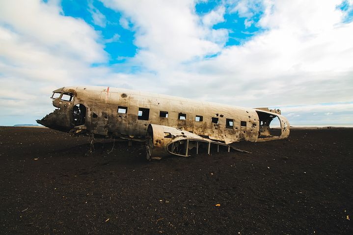 夢占い飛行機墜落の意味