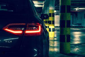 夢占い駐車場で車が停まる