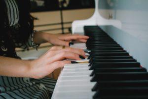 楽器を演奏する夢占い
